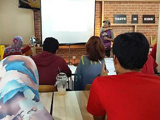 Kang Dudi Iskandar hadir sebagai pembicara workshop Vlogging