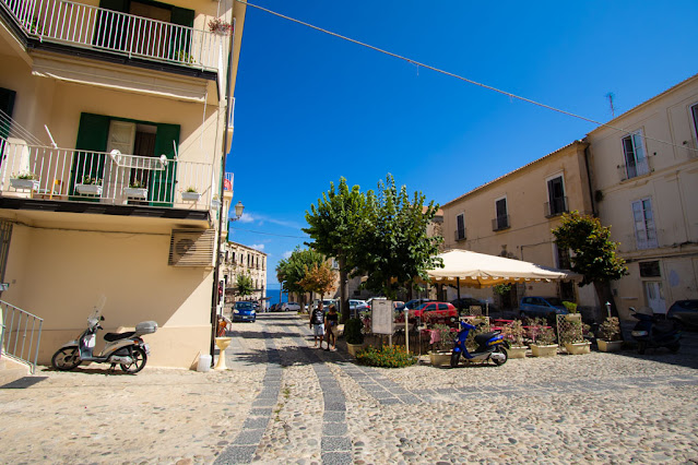 Largo Galluppi e Chiesa di San Francesco d'Assisi-Tropea