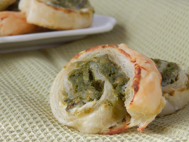 Girandole in pasta sfoglia con spinaci e formaggio spalmabile