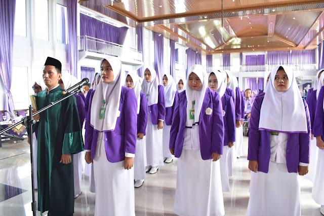 Universitas Aisyah Pringsewu Angkat Sumpah Program Studi Diploma 3 Kebidanan