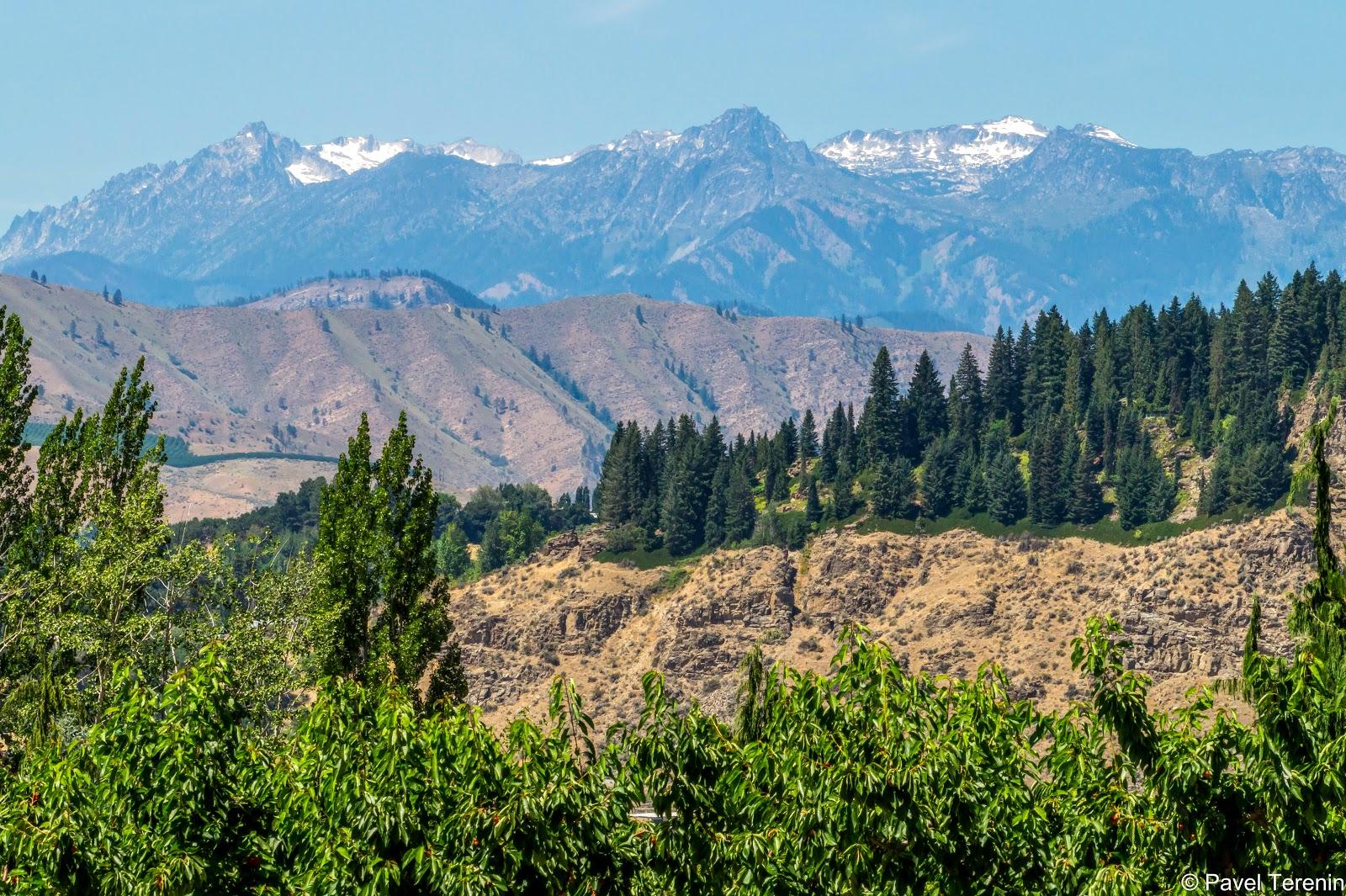 Вдали на западе виднелись вершины Каскадных гор.
