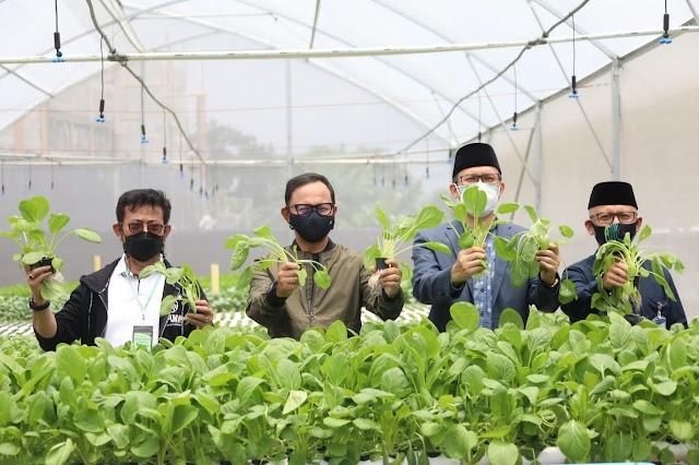 Kunjungi Ponpes, Mentan: Mengelola Pertanian Harus Libatkan Tangan Lain
