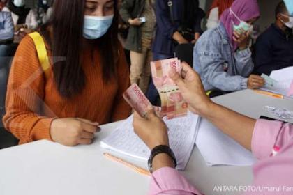 Kabar baik, pemerintah akan perpanjang pemberian bansos tunai Rp 300.000