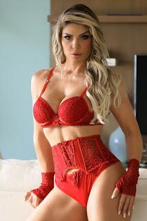 empresária e modelo Viviane Bordin veste lingerie de aro inteiro #empresaria #modelovivianebordin #lingerie #arointeiro #modaintima