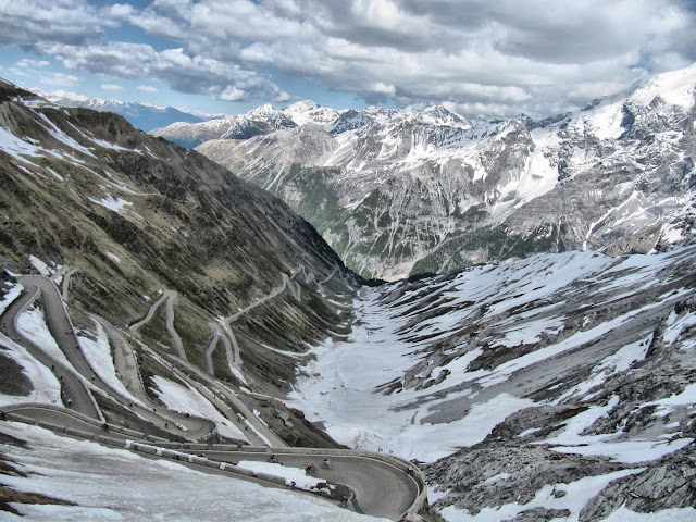 cycling stelvio pass italy climb veloce full carbon road bike rental hire rent shop
