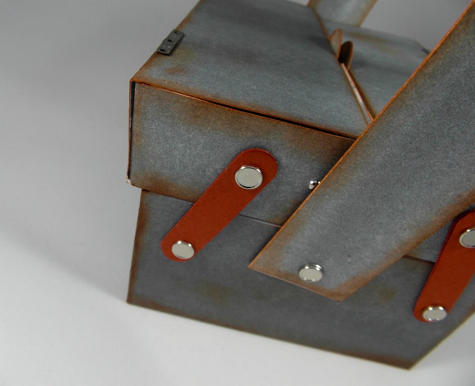 haus voller ideen werkzeugkasten aus papier. Black Bedroom Furniture Sets. Home Design Ideas