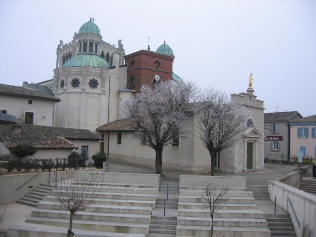 Basílica del Santo Cura de Ars en Francia.