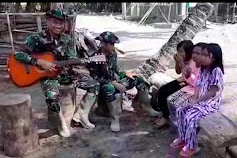 Anak- Anak Dihibur Nyanyian Personil Satgas TMMD Ke-111 Kodim1415/ Kepulauan Selayar