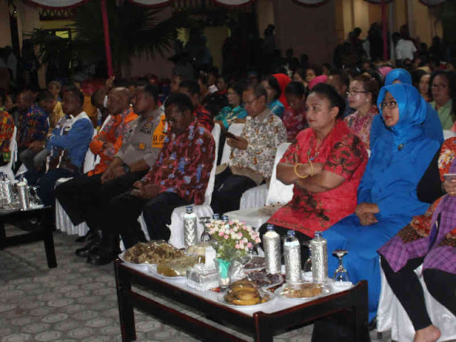 Gustav R. Urbinas Hadiri Penutupan Pameran Pembangunan Jayapura