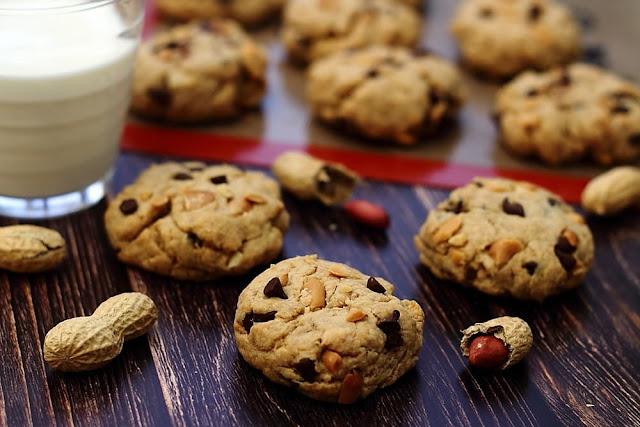 Biscuits-au-chocolat-et-au-beurre-de-cacahuete