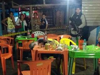 Homem é assassinado a tiros em bar de feira na PB