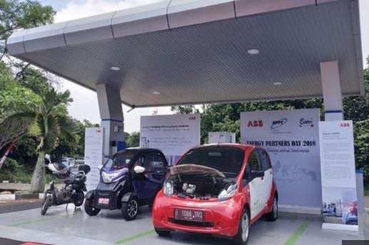 Tempat charge untuk kendaraan listrik.