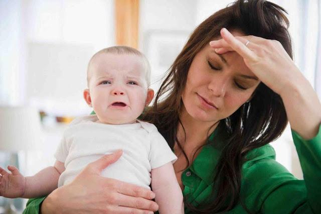 الام المكتئبة طفلها اكثر عرضة للاصابة بالامراض