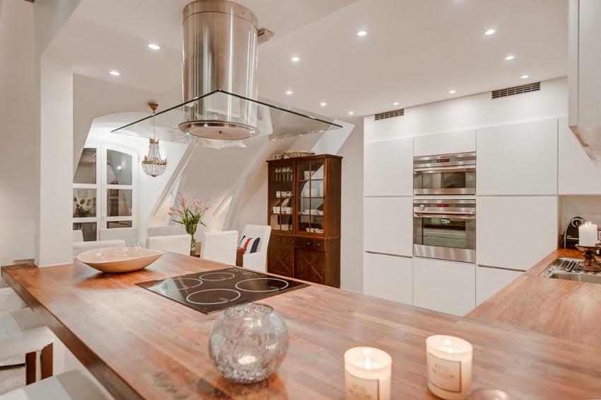 W bieli z nutką nowoczesności - wystrój wnętrz, wnętrza, urządzanie domu, dekoracje wnętrz, aranżacja wnętrz, inspiracje wnętrz, minty inspirations, dom i wnętrze, aranżacja mieszkania, modne wnętrza, białe wnętrza, styl nowoczesny, styl klasyczny, biała kuchnia, projekt kuchni