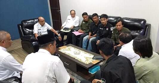 Delapan Gajah Dipindahkan, KPLS Lahat Gelar Demo
