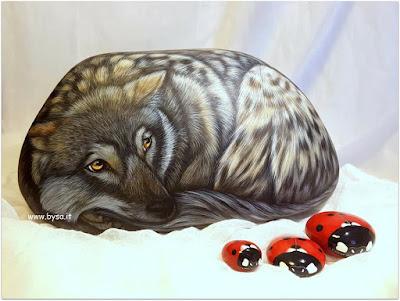 Sassi dipinti a mano prezzi fermacarte lupo