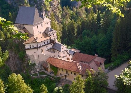 Luoghi di culto e santuari nella provincia di Trento