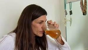 Wanita Ini Suka Meminum Air Kencingnya Sendiri Karena Kanker, Wanita Ini Suka Meminum Air Kencingnya Sendiri
