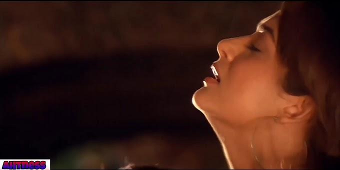 Amrita Arora, Isha Koppikar sexy scene - Girl friend (2004) HD 720p
