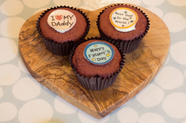 3 cupcakes with father's day messaged on