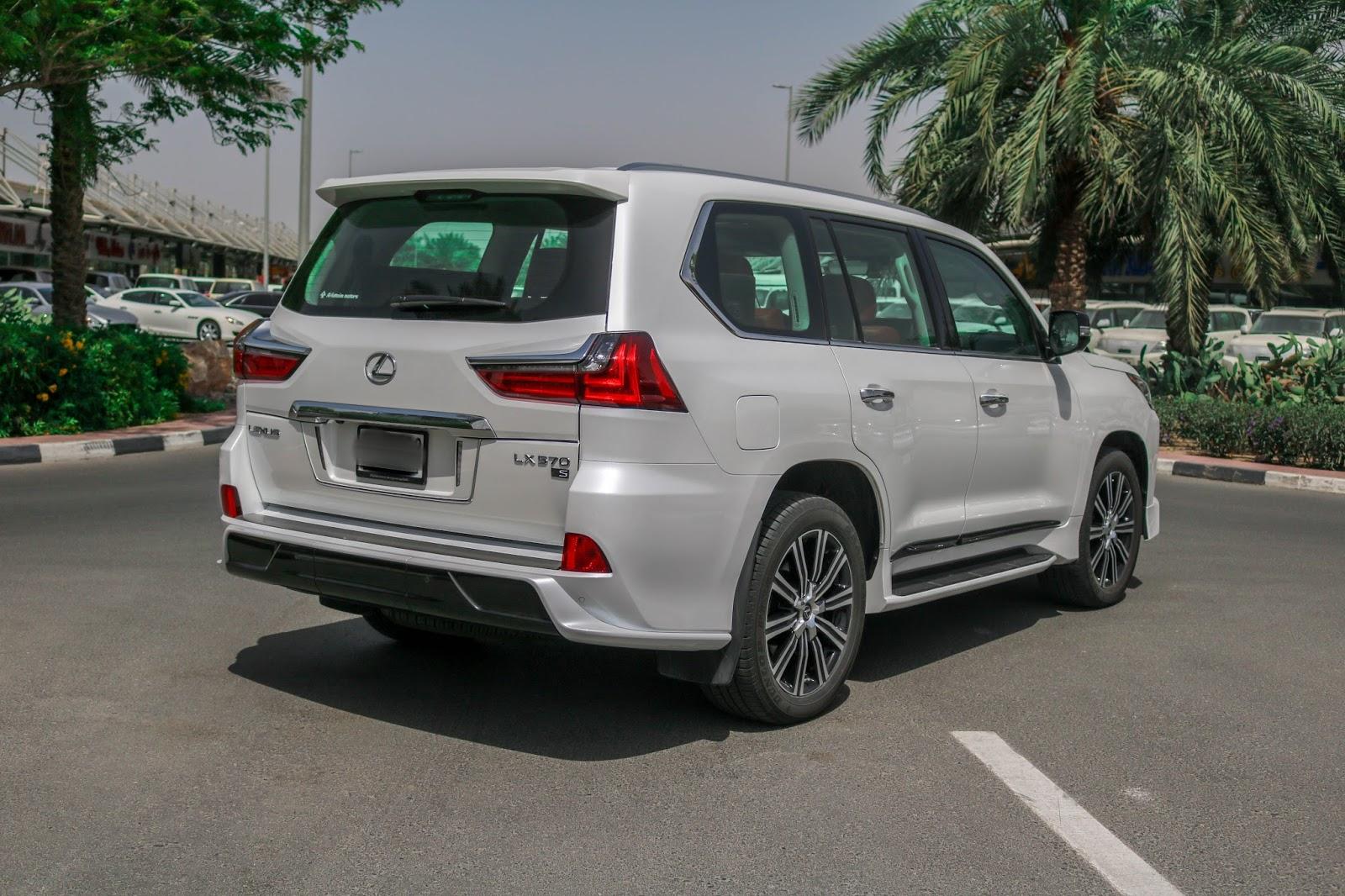 Đuôi Xe Lexus LX 570 Mẫu 2019 Màu Trắng