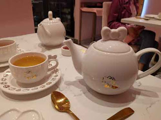Hello Kitty Bow Room Tea Pots.