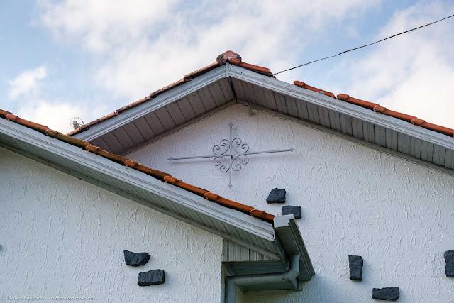 Uma casa na Albano Reis - detalhe de ornamento de ferro