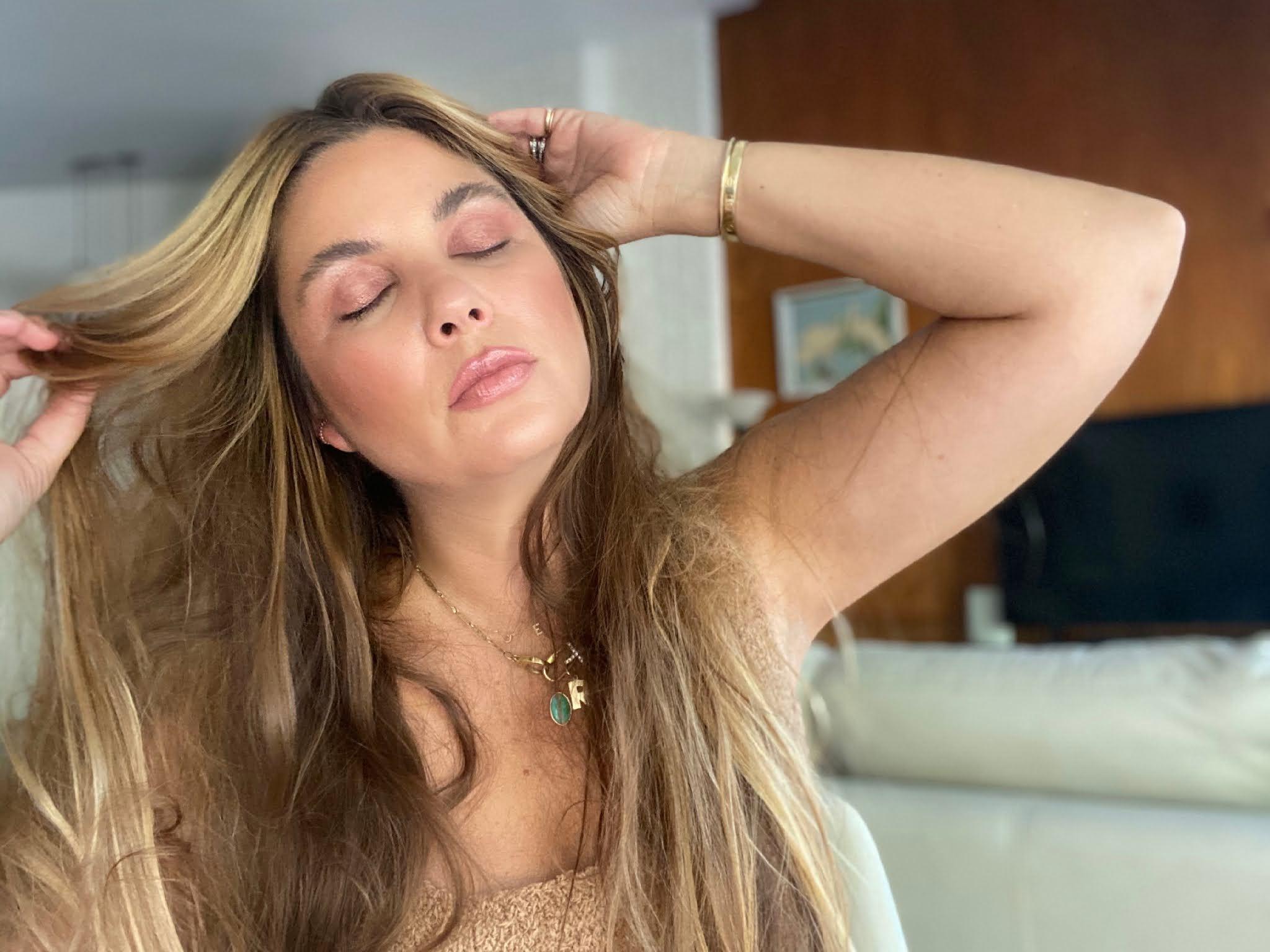 woman showing eyeshadow makeupa