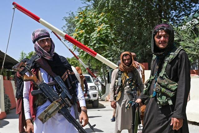 """""""O Talibã pegou meu marido e o decapitou por causa de sua fé"""", relata cristã afegã"""