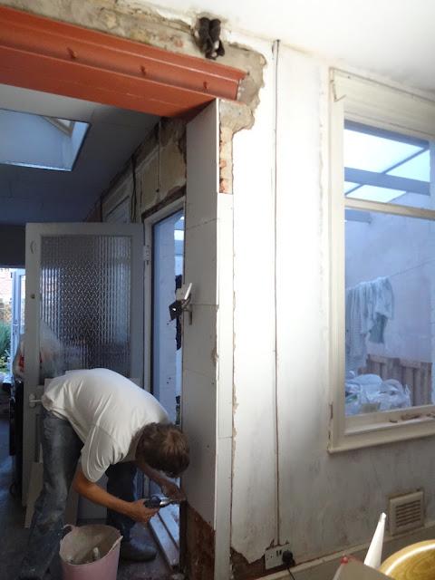 plaster boarding a corner