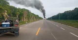 Supuesta narcoavioneta aterriza en carretera de Quintana Roo