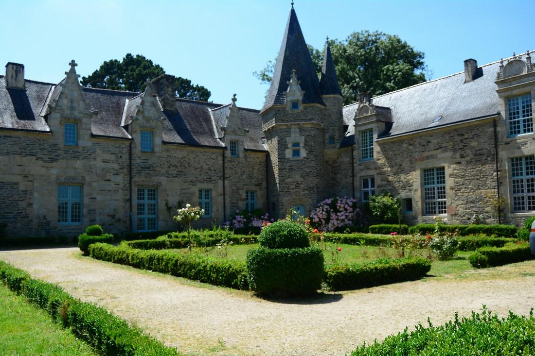 Le manoir d'Alfred Klots avec sa tour d'angle.