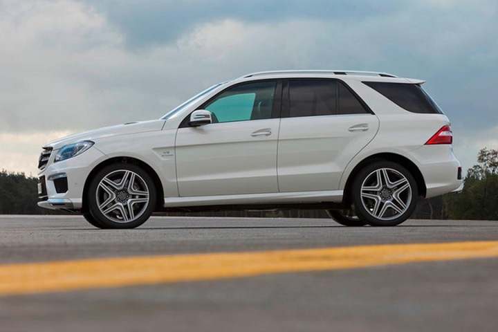 Đòi Mercedes-Benz đền 200 triệu USD vì cửa sổ trời bị nổ
