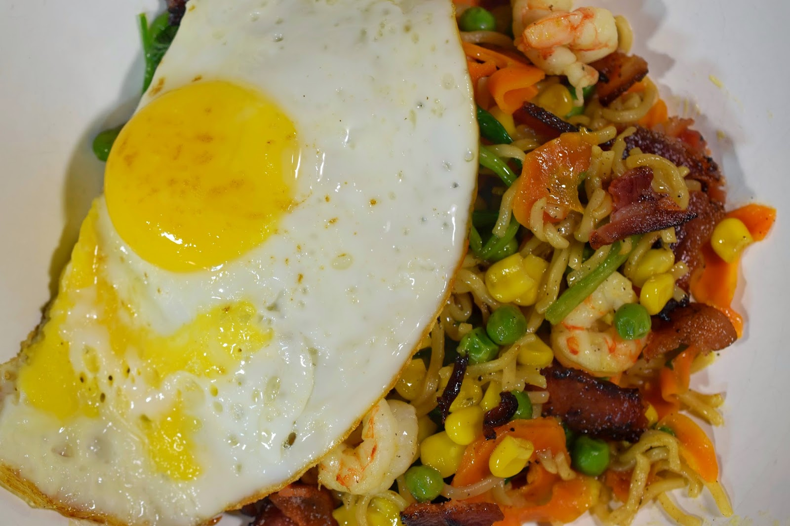 Shrimp Ramen Stir-fry with Bacon and Eggs