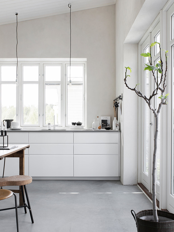Dining room and kitchen with concrete floor. Pella Hedeby, photo by Sara Medina Lind