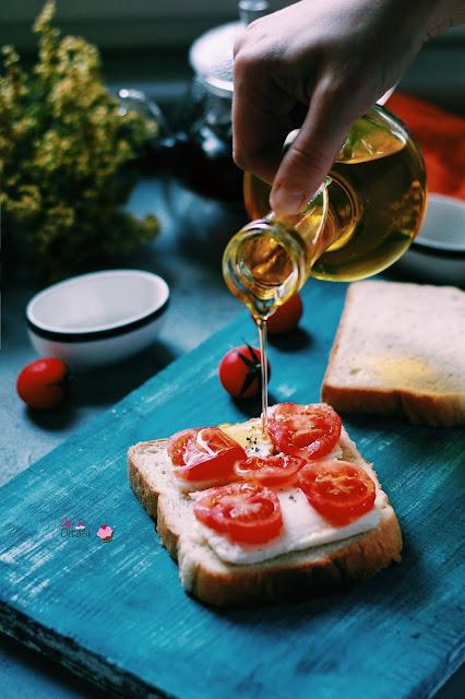 domates peynir kekikli tost