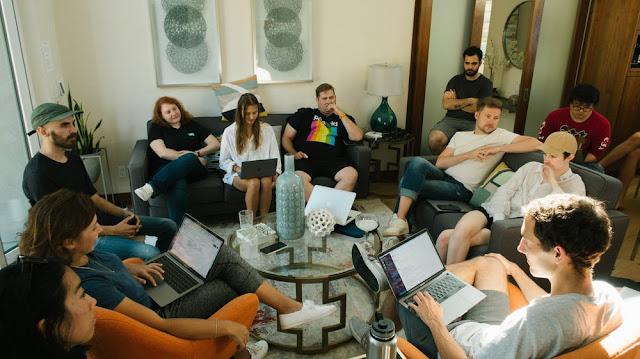 सेहतमंद जीवन के लिए अधिक से अधिक लोगों से बातचीत करें chillyblog.com