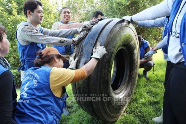Heart Touching Cleanup Campaign Continues in Auckland, New Zealand