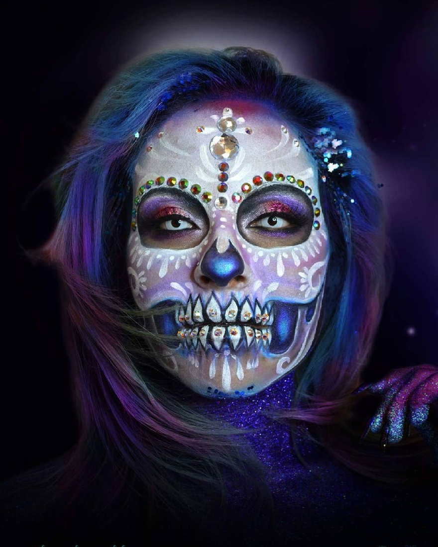 06-Sugar-Skull-Water-Alexander-Ojodelince-Body-Painting-that-Transforms-you-into-Art-www-designstack-co