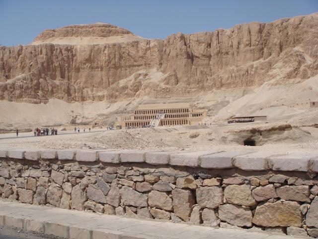 Hatçepsut Tapınağı, Ölüler Şehri