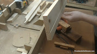 Realizar así la segunda pasada en la regruesadora  de carpintería. http://www.enredandonogaraxe.com