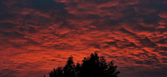 Da turen nærmet seg slutten, ble himmelen farget rød.