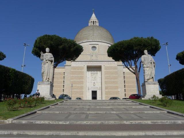 Basilica dei Santi Pietro e Paolo en el EUR en Roma
