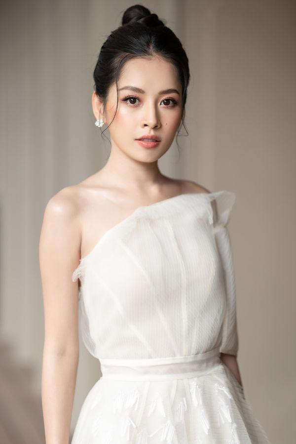 Ngỡ ngàng ngắm Chi Pu diện váy cưới trong trẻo, hóa cô dâu tại sự kiện