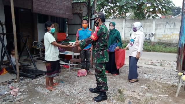 Kodim 0506/Tgr Antarkan 500 Bungkus Makan Sahur Siap Saji >> https://www.onlinepantura.com/2020/04/kodim-0506tgr-antarkan-500-bungkus.html