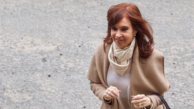 Cristina Kirchner regresa a Argentina tras visitar en Cuba a su hija enferma