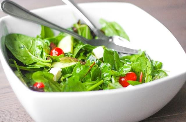 Mixed Greens Salad with Balsamic Vinaigrette #healthy #salad