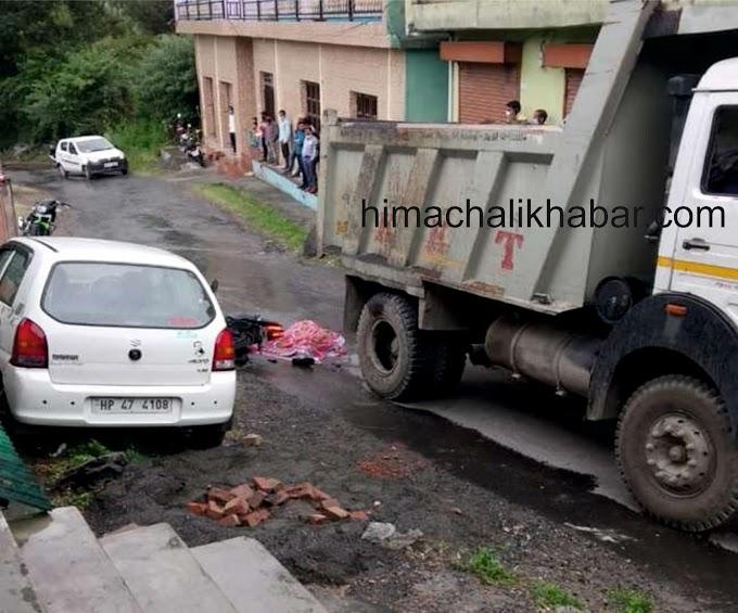 काँगड़ा: रूह कंपा देने वाला भयानक हादसा. तेज रफ्तार ट्रक की टक्कर से युवती की मौके पर मौत.