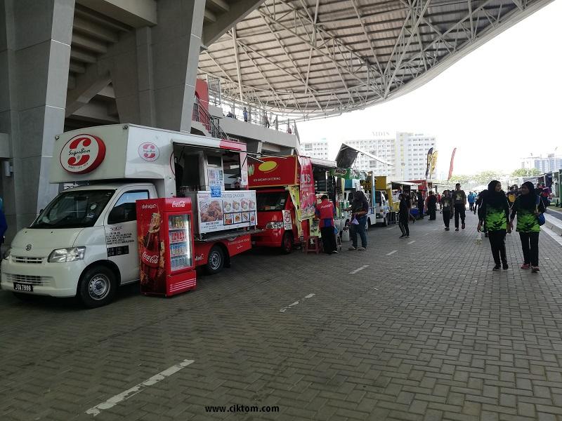 Pelbagai pilihan food truck dari menu tradisional dan western