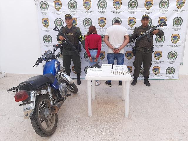 Llevaban una pistola Glock, 24 cartuchos y se movilizaban en una moto sin placas